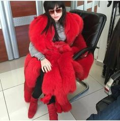 She is boss Red Fur, Fur Cape, Fur Blanket, Fur Stole, Fur Fashion, Fur Collars, Keep Warm, Lady In Red, Color Mixing