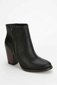 Silence + Noise Half-Stacked Heeled Ankle Boot- Black