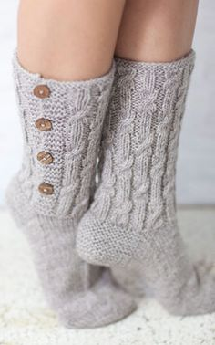 I love warm soft socks :) Diy Crochet And Knitting, Knitted Slippers, Wool Socks, Crochet Slippers, Knitting Socks, Hand Knitting, Knitting Patterns, Stocking Tights, Leg Warmers