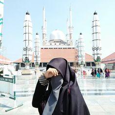 Arab Girls Hijab, Muslim Girls, Muslim Couples, Muslim Women, Niqab Fashion, Modern Hijab Fashion, Muslim Fashion, Fashion Muslimah, Hijabi Girl