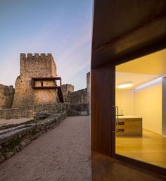 Comoco Arquitectos, Pombao Castle's Visitor Centre, Pombal, Portugal Contemporary Architecture, Landscape Architecture, Interior Architecture, Interior And Exterior, Portugal, Falls Church, Ancient Buildings, Built Environment, Restaurant