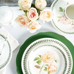 Make your dinner party unforgettable with flowers and saturated tones.