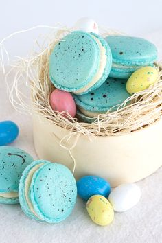 Gorgeous pastel malted milk French macarons that are perfect for Easter. I'm a sucker for all things malted milk. Vanilla Macarons, Vanilla Cookies, Homemade Macarons, Easter Candy, Easter Treats, Easter Food, Spring Recipes, Easter Recipes, Tapenade