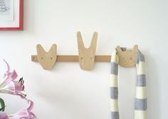 We love the simple, yet modern decor (like this coat rack for a child's room or playroom) from @hooplaroom. #PNapproved