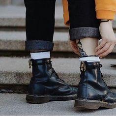 "350 Me gusta, 1 comentarios - Sophie  Art (@sophissalop) en Instagram: "" #drmartens #life #love #boots"""