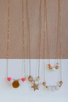 collier Sienne multicolore fluo - collier bois et pompon - Des Petits Hauts