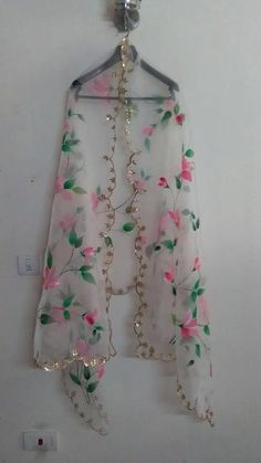 Indian Pakistani Designer Pink Color Sequince Dupatta Chunni Stole Scarves Embroiderd Net for Lehenga Suit Salwar Kameez for Women Girls Hand Painted Sarees, Hand Painted Fabric, Kurti Embroidery Design, Embroidery Fashion, Embroidery Art, Dress Painting, Fabric Painting, Fabric Paint Designs, Painted Clothes