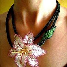 Kum Boncuktan Takı Modelleri 173 Beaded Jewelry Designs, Bead Jewellery, Jewelry Making Beads, Seed Bead Flowers, Beaded Flowers, Beading Tutorials, Beading Patterns, Beads Pictures, Bead Sewing