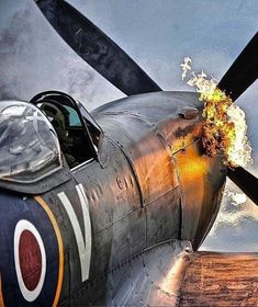 """Sylvia 🇫🇷 on Twitter: """"😟… """" Ww2 Aircraft, Fighter Aircraft, Military Aircraft, Fighter Jets, Airplane History, Airplane Art, Spitfire Airplane, Military Drawings, Supermarine Spitfire"""