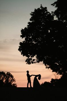 This wedding photo is straight out of a fairytale | Jonas Seaman Photography