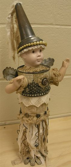 doll by Thespoena McLaughlin. love her work... look at her blog:  http://vintiquitiesworkshop.blogspot.com/