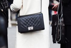 Top 10 Designer Bag Trends Which will Dominate the Fashion World ranging from the Boy Chanel to the Hermes Birkin to Valentino Sling bag. And tips on How to Spot an Investment Bag that could increase in value as she age. Best Handbags, Black Handbags, Leather Handbags, Luxury Handbags, Handbags Online, Chanel Boy Bag Price, Burberry Handbags, Louis Vuitton Handbags, Mode Chanel