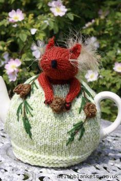 Red Squirrel Tea cosie TC14 - Tea cosy gallery Accessories & Gift ideas