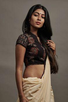 Blouses: Buy Designer Kaithari Blouse, Patchwork Blouse Online – The Kaithari Project Saree Blouse Neck Designs, Stylish Blouse Design, Saree Models, Saree Look, Indian Beauty Saree, Cotton Blouses, Cotton Saree Blouse, Blouse Online, Beauty Women