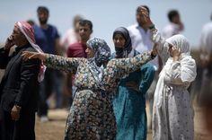 Los combates entre el Estado Islámico (EI) y los milicianos kurdos de las Unidades de Protección Popular (YPG) continúan este viernes en la ciudad siria de Kobane, situada junto a la frontera con Turquía, lo que ha provocado la muerte de más de un centenar de personas, en su mayoría civiles, según el Observatorio Sirio de Derechos Humanos (OSDH).