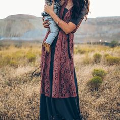 It's all about the details and this lace Joy vest has them all!  @shayleihallingphoto thank you for this amazing photoshoot! We had so much fun running through fields of sunflowers with you.  #lularoe #lularoejoy #lularoeana #lularoekatelyndehart
