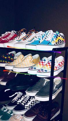 vans aesthetic - vans ` vans outfit ` vans shoes ` vans painted shoes ideas ` vans wallpaper ` vans aesthetic ` vans shoes fashion ` vans old skool Tenis Vans, Vans Sneakers, Sneakers Fashion, Fashion Shoes, Sneakers Workout, Tomboy Fashion, Girl Fashion, Converse, Custom Vans Shoes