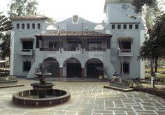 PLAZA DEL AYUNTAMIENTO. Malabo (Guinea Ecuatorial), 17-2-1982.- Fachada del Ayuntamiento de Malabo, ejemplo de la arquitectura colonial española. EFE/cg