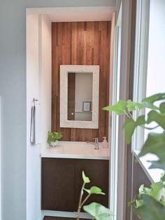 【壁紙】アクセントクロスの成功と失敗* Toilet Tiles, Washroom, Bathroom Vanities, Wall Colors, Kitchen Interior, Powder Room, Laundry Room, My House, Vanity