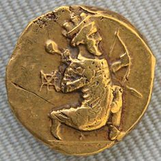 Achaemenid Empire - Double daric of Artaxerxes II, Babylonia, ca. obverse: Persian king running holding a bow. Alexandre Le Grand, Achaemenid, Ancient Persian, Ancient Greek, Art Ancien, Coin Art, Gold And Silver Coins, Mint Coins, Antique Coins