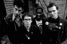 Noise Never Ends: Dead Kennedys Band Pictures, Music Pictures, Pop Punk Fashion, Fashion Teens, Lolita Fashion, Fashion Dresses, Music Love, Good Music, Green Day Band