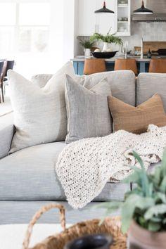 Home Living Room, Living Room Decor, Living Spaces, Unique Home Decor, Family Room, Sweet Home, Interior Design, House Ideas, Room Ideas
