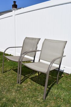 CLEAN-OUTDOOR-FURNITURE