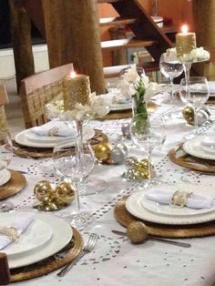 Velas a mesa para deixar o clima mais sofisticado na ceia de Natal. Mais detalhes simples e fáceis para você decorar a sua ceia, tem no https://www.passaemcasa.com/