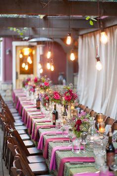 Decoración en tonos rosados / Iluminación de inspiración industrial / Wedding Decor. Inspiration / LBDA - La Boda Del Año /