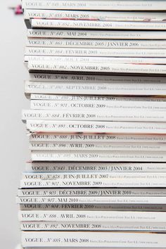 ✕ Stacks and stacks… you will find in my home! (via Everything Lovely) / #magazines #home