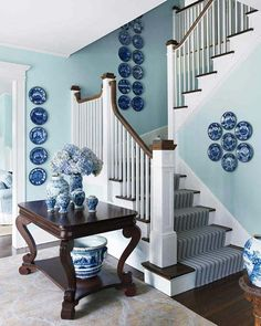 blue and white plates on wall White Plates, Blue Plates, Blue Rooms, Blue Walls, Home Interior, Interior Design, Design Art, Plate Design, Martha Stewart Home