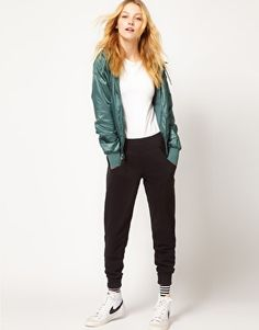 Discover the latest fashion and trends in menswear and womenswear at ASOS. Shop this season's collection of clothes, accessories, beauty and more. Sweat Pants, Nike Pants, Dance Outfits, Sport Outfits, Sweatpants Style, What Should I Wear, Asos Online Shopping, Latest Fashion Clothes, Black Nikes