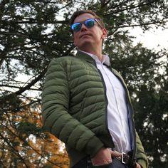 Heute zeige ich Euch ein neues Männer-Herbstoutfit mit einigen Highlights der aktuellen Herbstkollektionen für Männer. Los geht´s mit dem Hemd, was ich zur Zeit einfach nur liebe! Es handelt sich u…