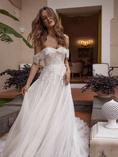 Wedding Dress Inspiration - Giovanna Sbiroli Collection of M .- Wedding Dress Inspiration – Giovanna Sbiroli Collection of Maison Signore Wedding Dress Inspiration – Giovanna Sbiroli Collection of Maison Ladies - Wedding Dresses For Girls, Perfect Wedding Dress, Bridal Dresses, Wedding Gowns, Girls Dresses, Dresses Dresses, Elegant Wedding, Wedding Ceremony, Diy Lace Wedding Dress