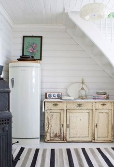 Awesome 40+ Awesome Ways To Use Space Under Stairs https://modernhousemagz.com/40-awesome-ways-to-use-space-under-stairs/