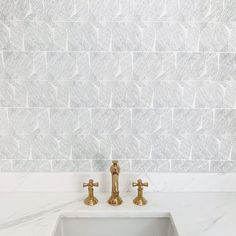 "Newport Brass on Instagram: ""Whispers of elegance. The tile's subtle hand-drawn quality adds a layer of quiet intrigue to a stunning space by @chouxdesign featuring the…"" Kitchen Hardware, Home Hardware, Newport Brass, Master Bath, Hand Drawn, Zen, How To Draw Hands, Space, Wallpaper"