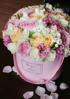 Mothers Day Flowers, Flowers For You, Happy Flowers, Flower Box Gift, Flower Boxes, My Flower, Centerpiece Decorations, Flower Centerpieces, Flower Decorations