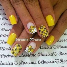 Mani Pedi, Pedicure, Nail Ru, Bumble Bee Birthday, Yellow Nail Art, Thanksgiving Nail Art, Sunflower Design, Hot Nails, Cute Nail Designs