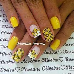 Mani Pedi, Pedicure, Nail Ru, Bumble Bee Birthday, Yellow Nail Art, Thanksgiving Nail Art, Sunflower Design, Hot Nails, Cute Nail Designs