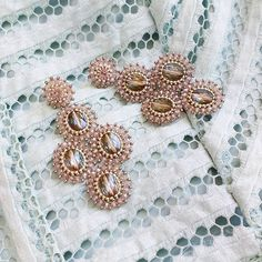 Everyone needs a little glam! Get your pair of glamorous statement earrings at parlorandpantry.com! #juniiqjewelry #parlorandpantry @parlorandpantry #sticktolocal #statement #earrings #handmade #orlandoblogger #fashionblogger #instafashion #juniiq #jewelry