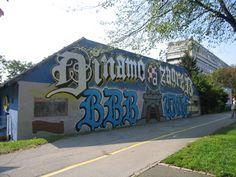 Le graffiti dans le football Ultras Football, Graffiti, Wall Murals, Soccer, Street, House Styles, Wallpaper Murals, Futbol, Murals