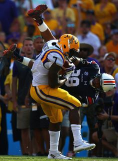 Leonard Fournette #7 of the LSU Tigers runs past the attempted tackle by Tray Matthews #28 of the Auburn Tigers at Tiger Stadium on September 19, 2015 in Baton Rouge, Louisiana. (Sept. 18, 2015 - Source: Ronald Martinez/Getty Images North America)