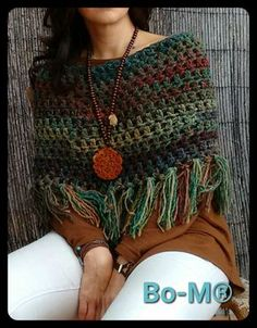 Exceptional Stitches Make a Crochet Hat Ideas. Extraordinary Stitches Make a Crochet Hat Ideas. Beau Crochet, Poncho Au Crochet, Pull Crochet, Mode Crochet, Crochet Shawls And Wraps, Knitted Shawls, Crochet Scarves, Crochet Clothes, Crochet Stitches