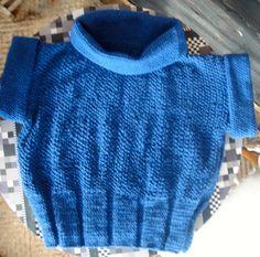 Chaleco tejido en lana. Cuerpo en Dos Agujas (Punto Elástico y Arroz) y cuello y mangas en crochet (Punto Media Vareta).