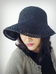 눈부신 햇살 가려주는 플로피햇~뜨거운 여름이 오기전에..지금은 바로 모자를 떠야할때~!! 첫번째 사진에있...