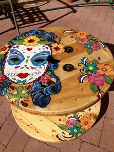 70 DIY Upcycled Spool Project Ideas for Outdoor Furniture - DecorisArt Mexican Furniture, Funky Furniture, Painted Furniture, Table Furniture, Furniture Design, Outdoor Furniture, Diy Coffee Table, Diy Table, Patio Table