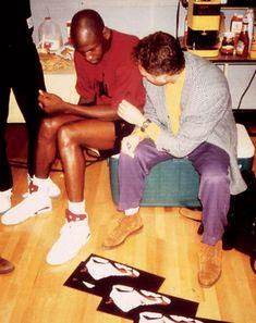 Michael Jordan and the great sneaker designer of all time, Tinker Hatfield. Mike Jordan in the Nike Air Jordan VI White/Maroon Jeffrey Jordan, Air Jordan Vi, Jordan Xiii, Jordan Shoes, Air Max 90, Nike Air Max, Michael Jordan Photos, Tinker Hatfield, Basketball Shirts
