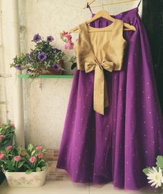Looking for Light purple lehenga with gold blouse with a bow? Browse of latest bridal photos, lehenga & jewelry designs, decor ideas, etc. Bridal Lehenga Images, Latest Bridal Lehenga, Dress Indian Style, Indian Wear, Indian Outfits, 12 Year Girl Dress, Lehenga Designs Latest, Purple Saree, Saree Blouse Designs