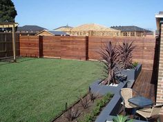 Modern wood fence. I'm obsessed with horizontal slats. #yard #backyard #patio #fence #slats
