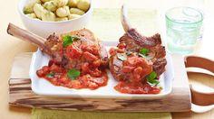 Stilkotelett mit einer italienischen Note: Würzig angebraten und dann mit einer stückigen Tomatensauce serviert. Lecker schmecken dazu köstliche Gnocchi. Buon appetito! #LoveAtFirstTaste https://youtu.be/xwx7NnPQ44U http://myflavour.knorr.com/de-DE/profiler